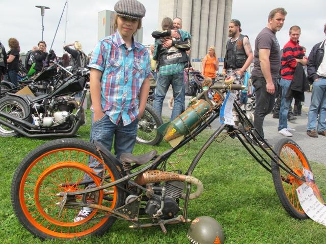 Vinnare i Chopper-klassen i Norrtälje Custom Bike Show 2013: 11-årige Felix Forsberg från Gävle!