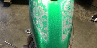 En illgrön traja och ett hotrodbygge