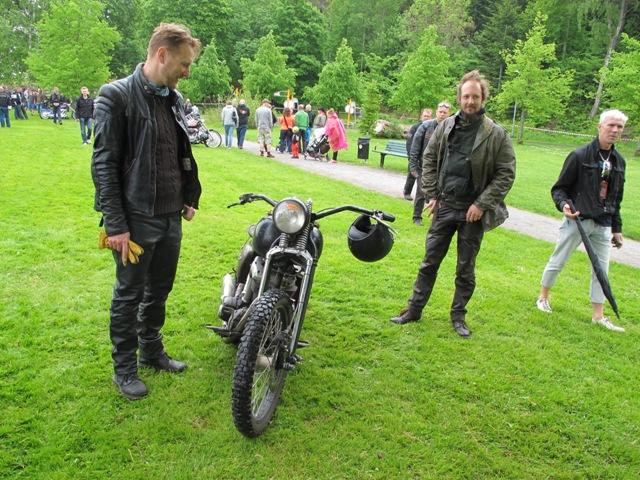 Ola och Erik med Eriks hoj, känd från MCM