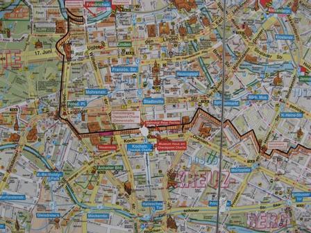 En karta från tiden då en mur gick genom en stad mitt i Europa. För inte allt för länge sedan.